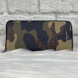 NWT Michael Kors Cooper Tech Green Camo Zip Wallet